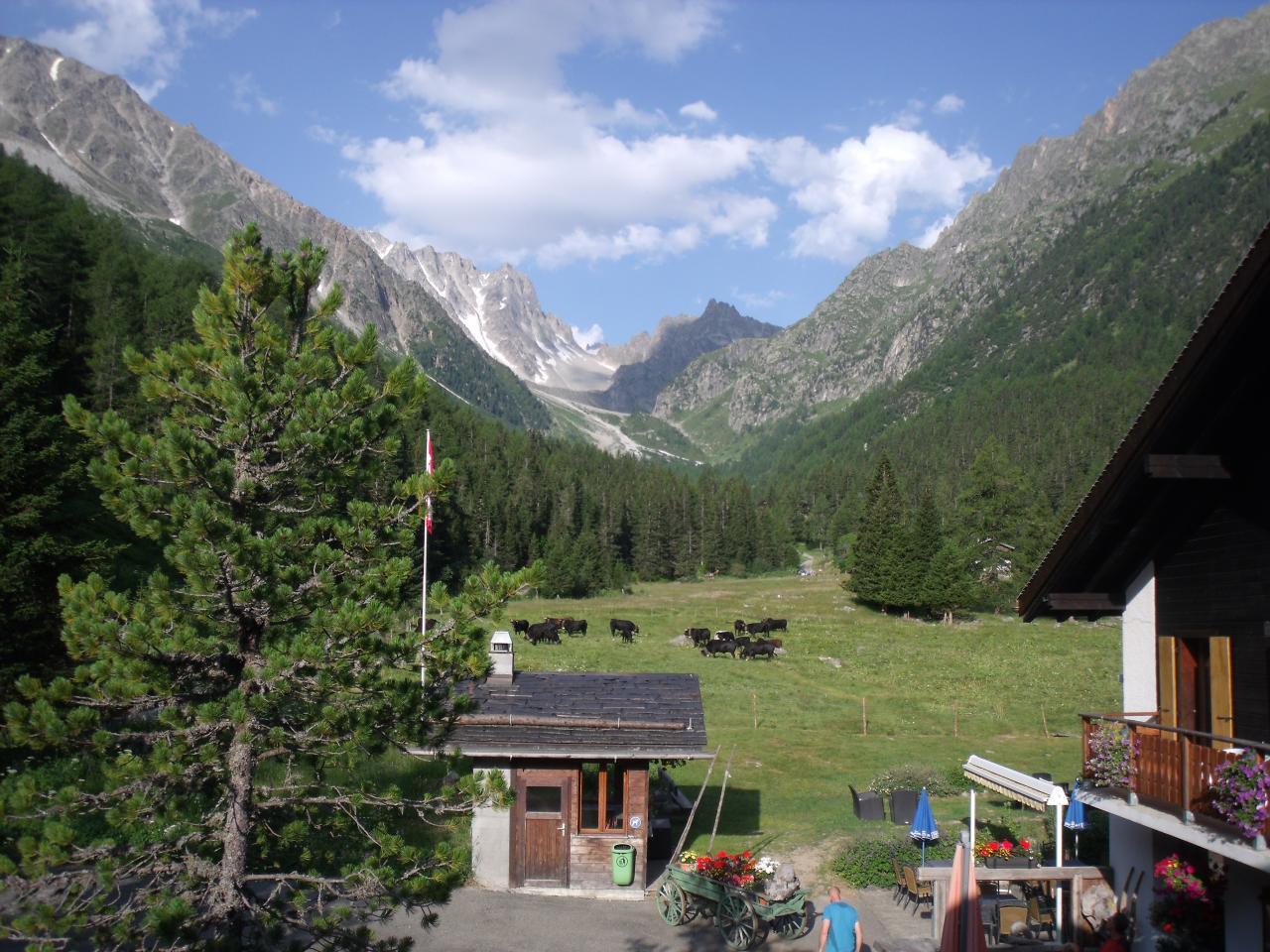 La fenêtre d'Arpette, vue depuis le relais d'Arpette